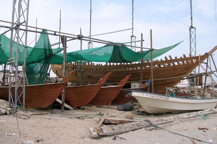 Boat building yard in Sur